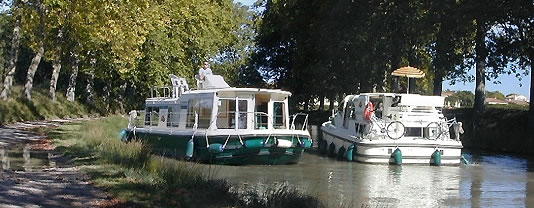 canal du midi location bateau sans permis et p niche france. Black Bedroom Furniture Sets. Home Design Ideas