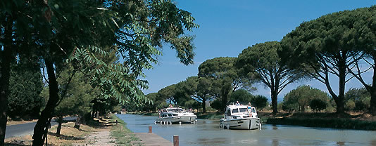 self drive canal boats Narbonne